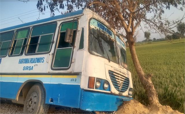 roadways bus landed three feet below the road big accident averted