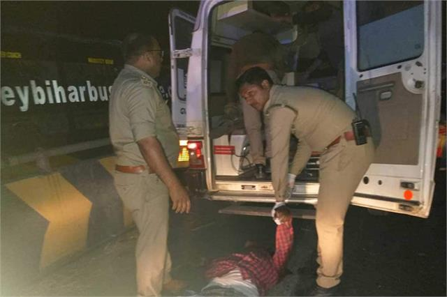 trailer collided with roadways bus parked in ayodhya 6 people killed