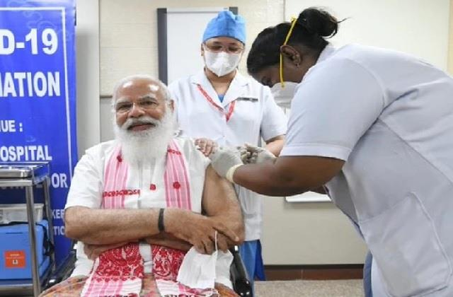 पीएम मोदी ने ली वैक्सीन की पहली डोज, आमजन को आज से लगेगा कोरोना का टीका