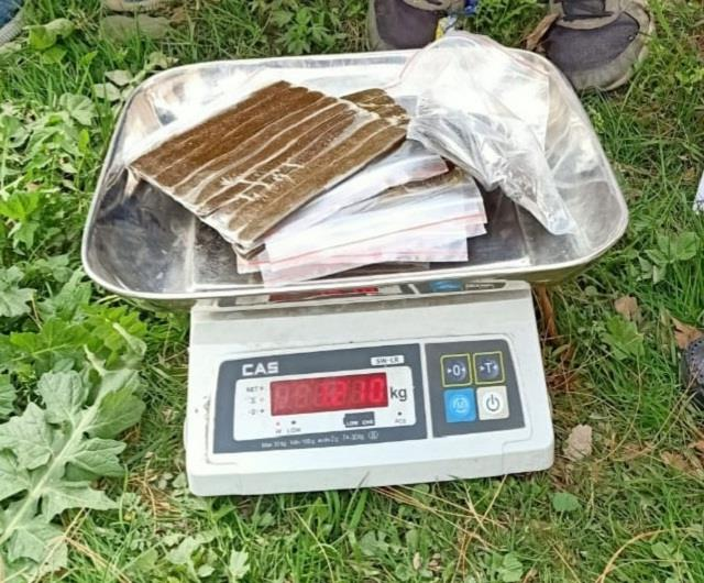 1 210 grams of weed recovered from 2 persons