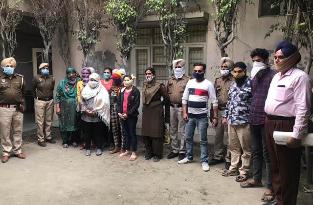 PunjabKesari, Interstate Sex Racket busted, 14 boys and girls overcame with gang leader