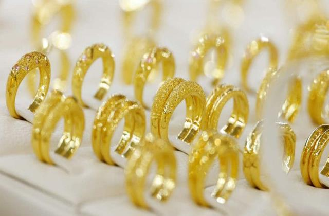 gold prices continue to fall silver also slips