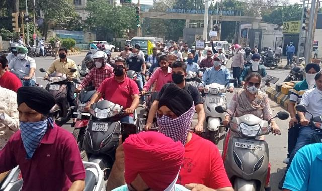 jalandhar parents on the streets against the private schools
