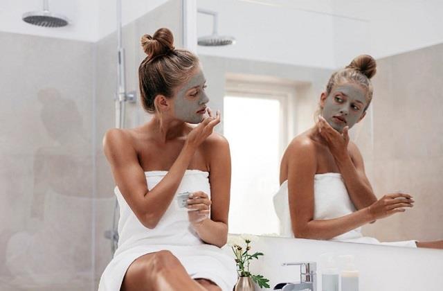 घर पर आसानी से करें Charcoal Facial, 15 मिनट में मिलेगा पार्लर जैसा ग्लो