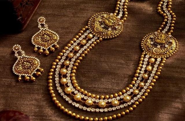 gold prices at 10 month low 11000 rupees cheaper than record level