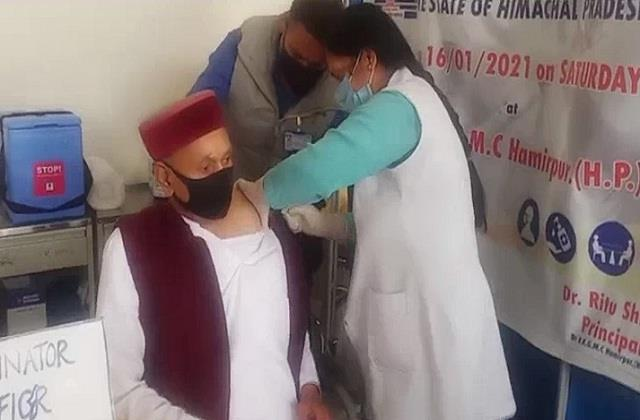 former chief minister dhumal gets second vaccine for covid vaccine