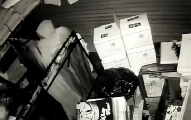 thieves targeted 11 shops in film style