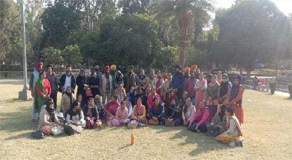 education provider teachers chanted against the government
