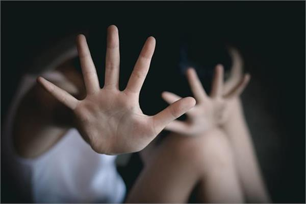 rape with minor girl by threatening her