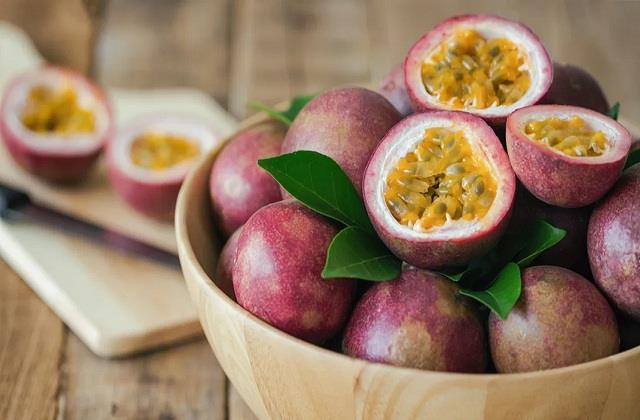 Passion Fruit: इस फल को खाने से डायबिटीज सहित इन समस्याओं से मिलेगा आराम