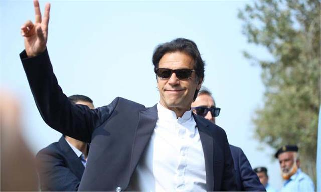 pm imran khan wins trust vote amid opposition protest in parliament