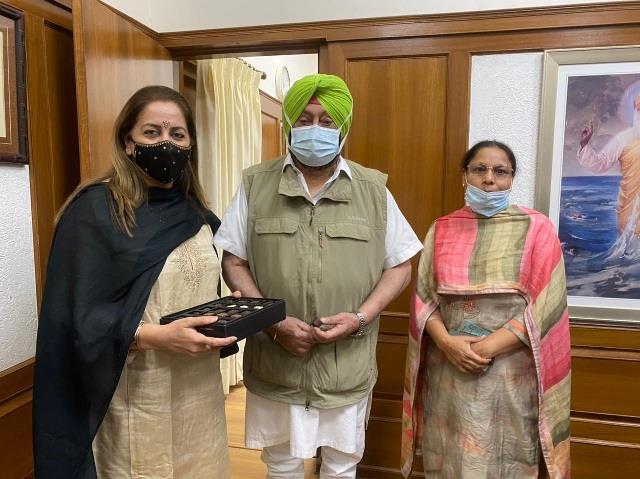 dr seenu duggal and baldeep kaur meet cm captain after getting ias cadre
