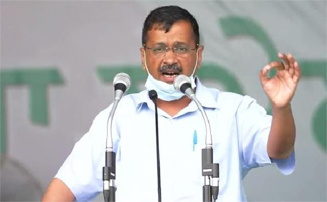aap kisan rally kejriwal surrounded modi to captain on stage