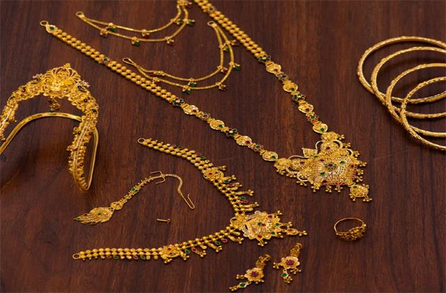 gold prices fall drastically 12 thousand rupees cheaper than the highest level