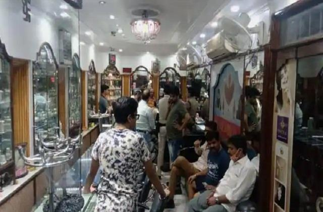 20 lakh robbed from a jewelery shop