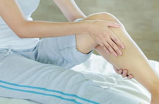 क्यों होता है टांगों में दर्द? जानें कारण और राहत पाने के घरेलू उपाय