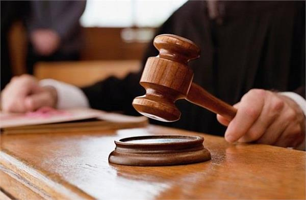 the accused threw slippers at the angry judge