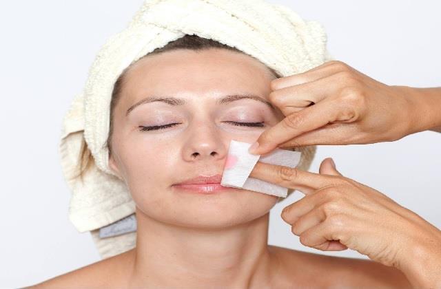 चेहरे पर Wax करवाने के बाद भूलकर भी न करें ये काम, स्किन हो जाएगी खराब
