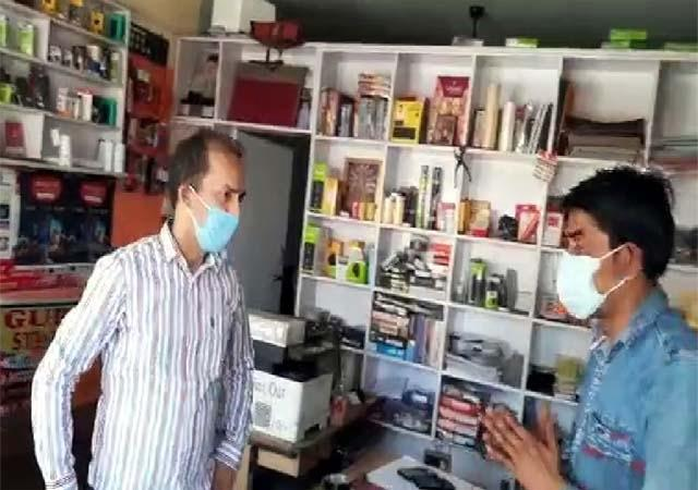 sdm nurpur reached the market instructed those not wearing masks