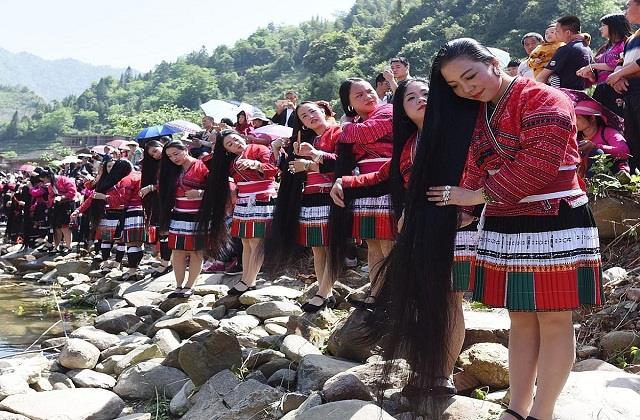 Wow: दुनिया के इस गांव में 2 मीटर से भी लंबे हैं महिलाओं के बाल, ये हैं राज