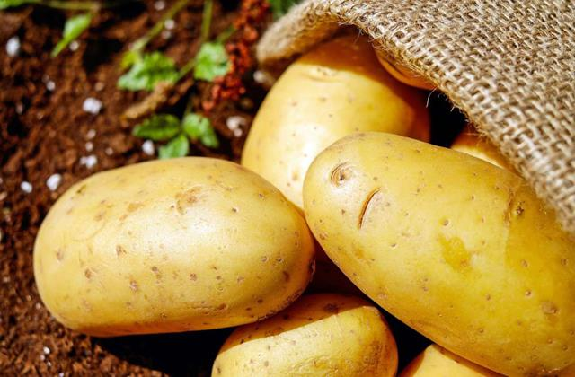 potatoes are being sold at low prices farmers have increased difficulties