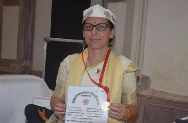 जज्बा! स्पेन की मारिया ने संस्कृत विश्वविद्यालय में किया टॉप, कभी करती थी एयर होस्टेस की जॉब