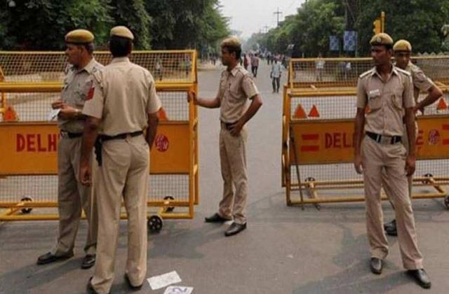 delhi police seized hookahs from restaurants