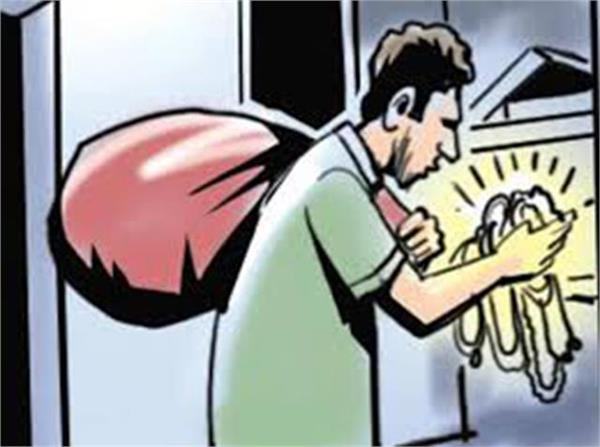 jewelry worth rs 11 lakh stolen from marriage palace
