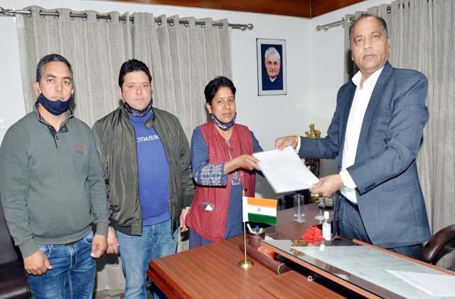 former mayor meet from cm jairam thakur