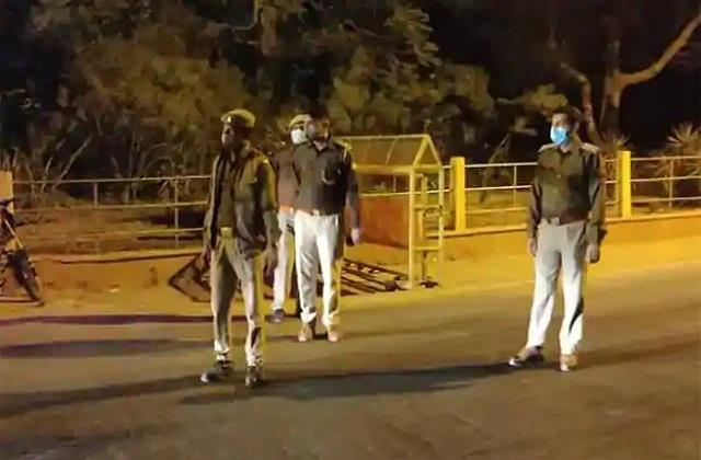 media personnel get exemption from e pass during night curfew in delhi