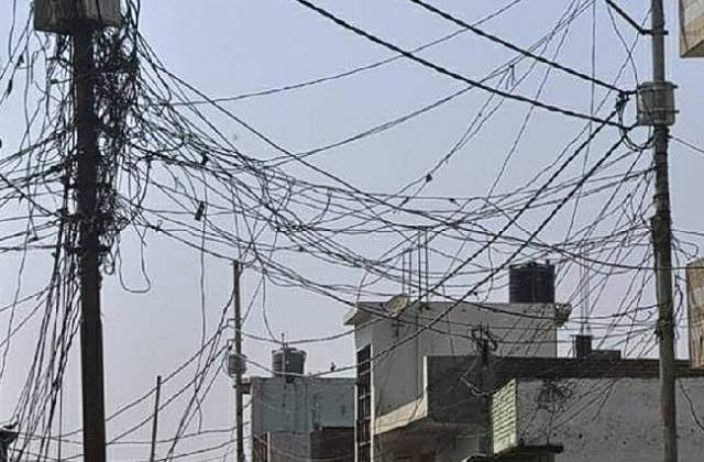 death on the ends of people by electric shabby and loose wires