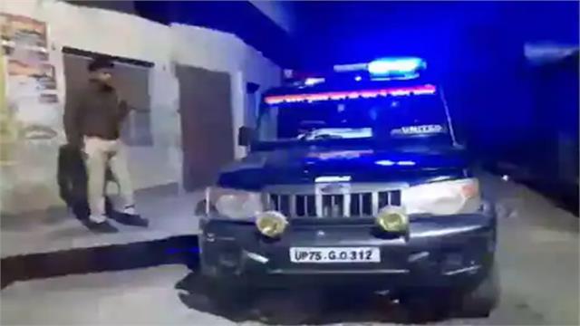 stones on police team in etawah six injured