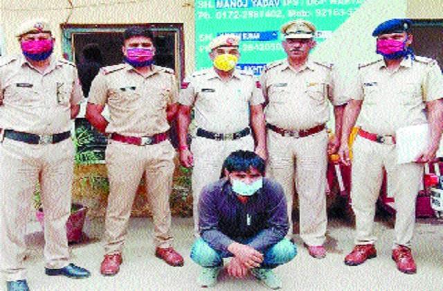 jeweler arrested for robbing cash showing desi katta