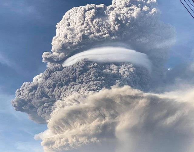 st vincent volcano eruption residents urged to evacuate immediately