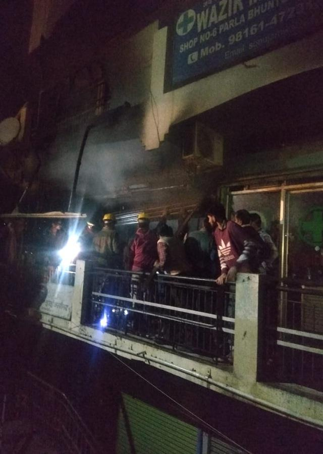 fire in electronic shop in bhuntar late night loss of 1 5 million
