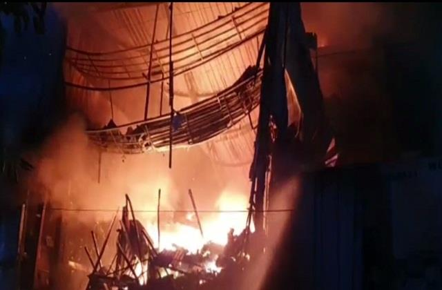 heavy fire in hardware shop found after 4 hours of hard work