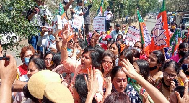 bjp mahila morcha clashes with police