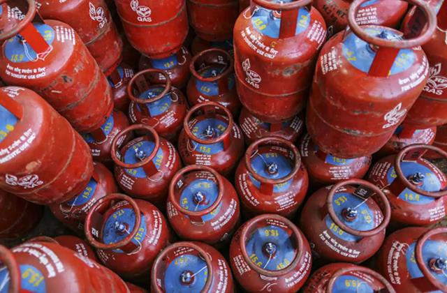 lpg cylinder being available for just 9 rupees easy way you can also avail