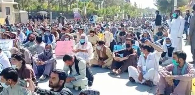 teachers in pakistan boycott matriculation exams demand pay hike