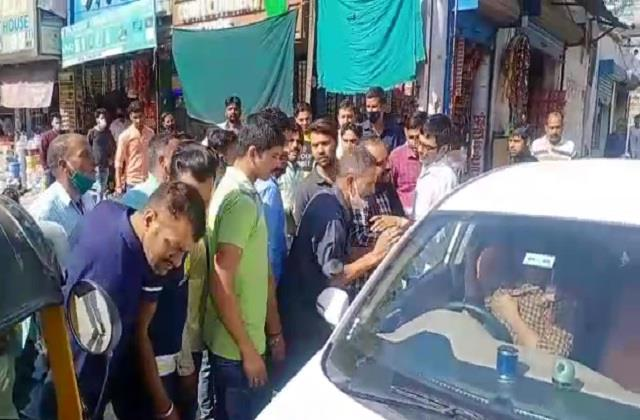 devotees of haryana clash with parking workers in jwalamukhi for parking fees