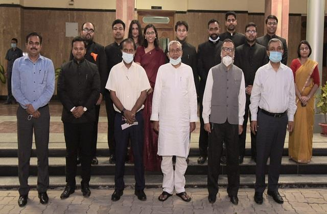 cm nitish s advice to ias officers