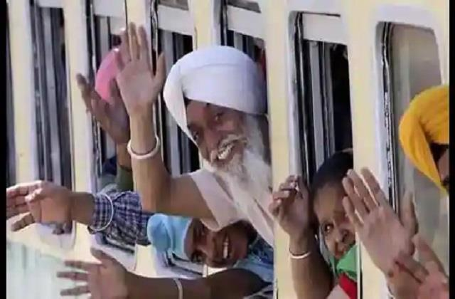pakistan issues visas to over 1 000 sikh pilgrims