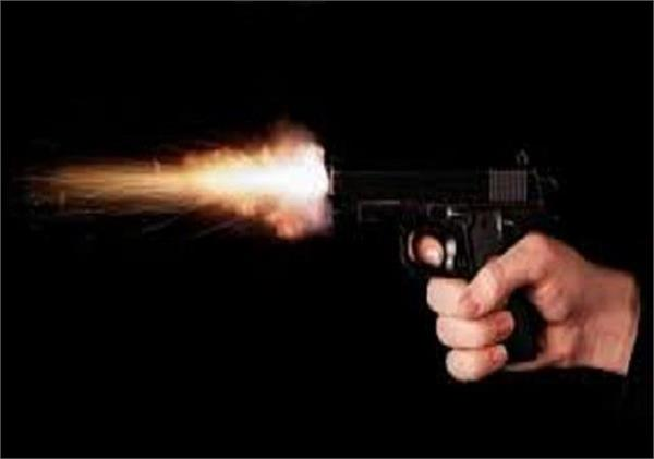 quarrel abuse stone pelting and then shot in una
