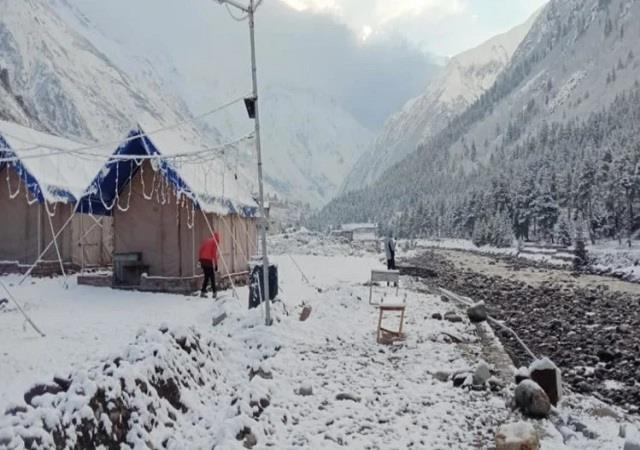 snowfall in lahaul manali leh road closed