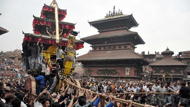 20 people hurt as chariot falls during religious fete in nepal