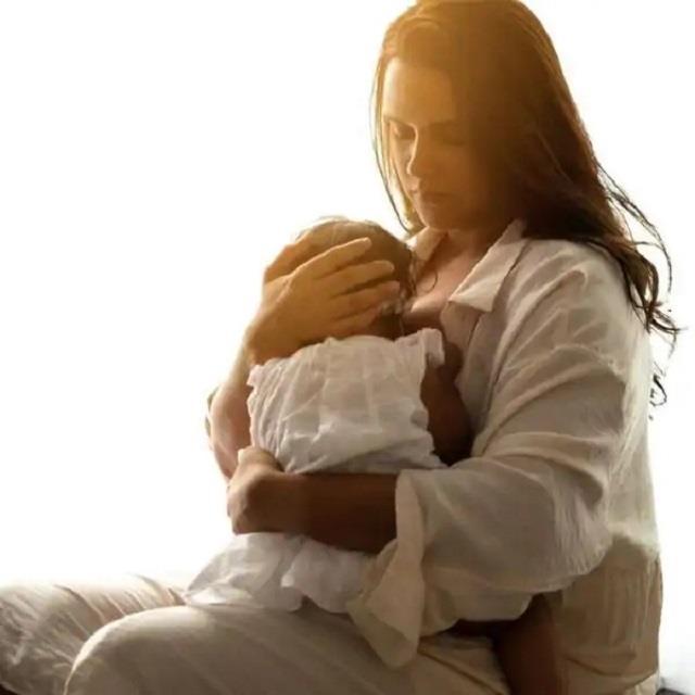 बेटी को दूध पिलाते हुए नेहा धूपिया की वीडियों देखना चाहता था फैन, एक्ट्रेस बोली- 'तुम्हारी दादी, नानी दिखाएंगी'