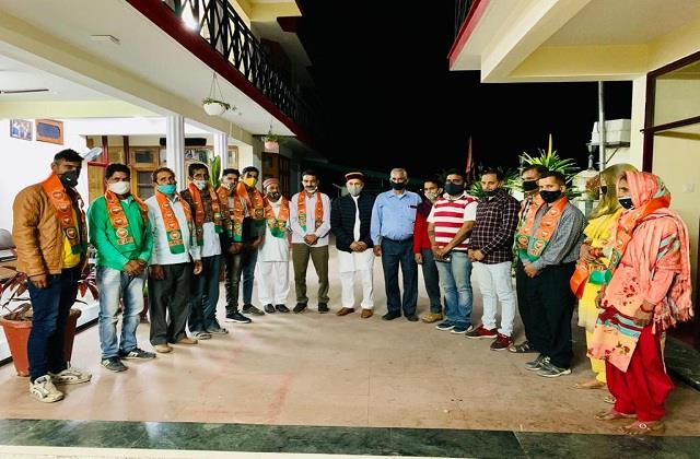 dozens of people from sujanpur joined bjp expressing confidence in dhumal