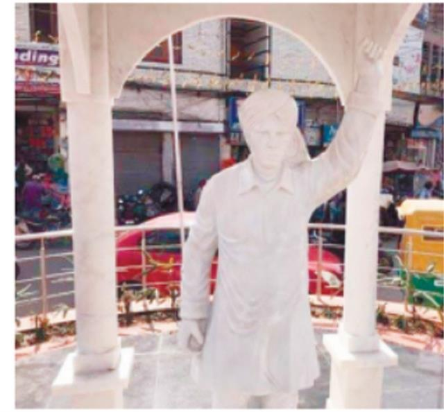 investigation of shaheed e azam statue started in bhagat singh chowk