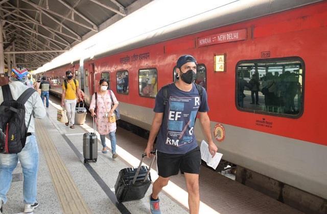 रेलवे स्टेशन पर मास्क न पहनना पडे़गा भारी, यहां-वहां थूकने पर लगेगा जुर्माना
