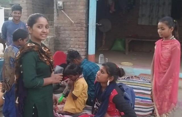 गांव की सूरत बदल रही पिंकी, कभी स्कूल जाने पर इसी समाज ने किया था विरोध